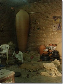 Large terracotta pot - Giriraj Prasad's studio
