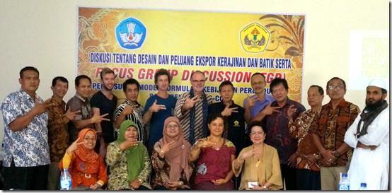 Participants in the batik seminar at Universitas Pekalongan making the letter 'k' for Kreatif