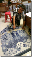 Pekalongan batik artist Dudung recounting the story from the Mahabaratha in his epic cloth (still unfinished).