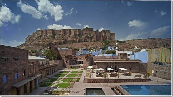Raas, in Jodhpur, Rajasthan shows complete blend of the traditional and modern approach towards design. It is placed among three historical structures with new inserts blending with the existing