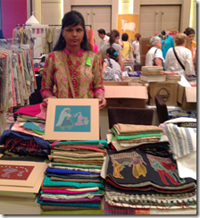 Archana Kumari selling her works